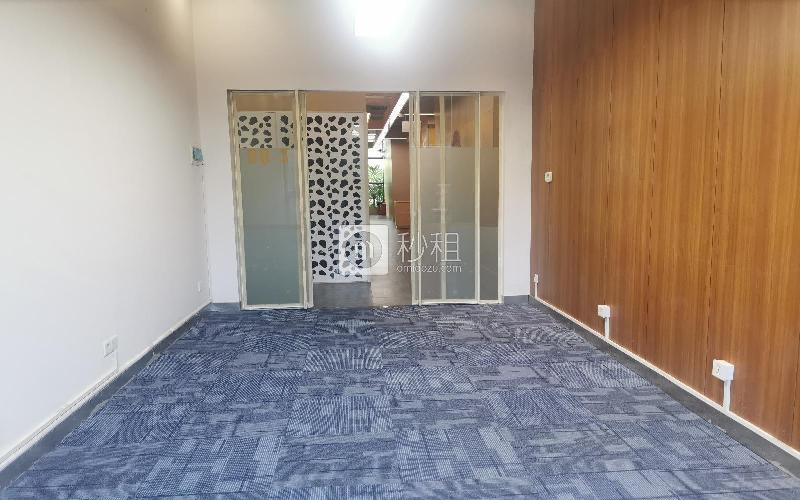 众里创业社区-御景湾写字楼出租35平米豪装办公室6000元/间.月