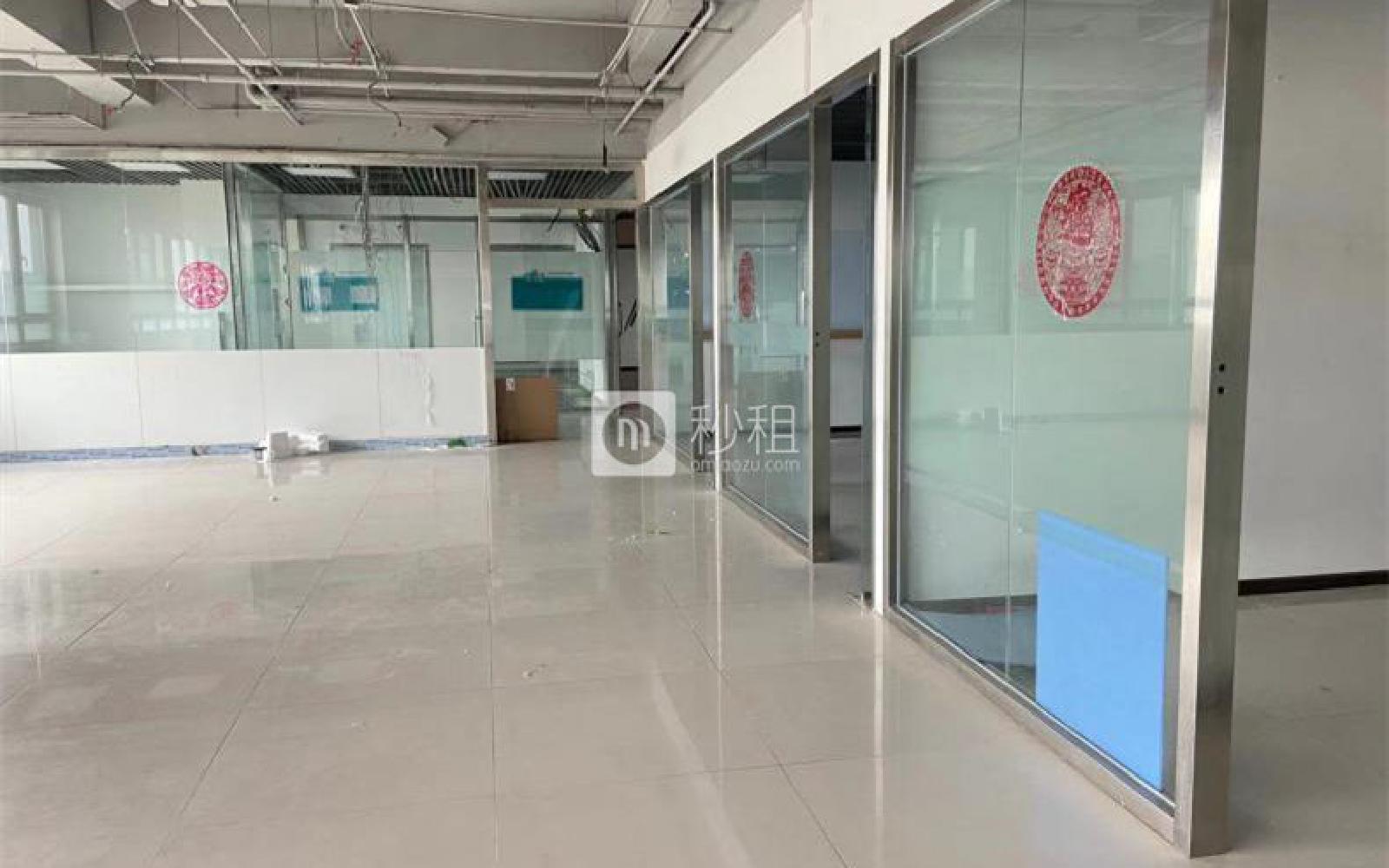 龙冠商务中心银座-乐邦乐成创业基地写字楼出租700平米简装办公室5.2元/m².天
