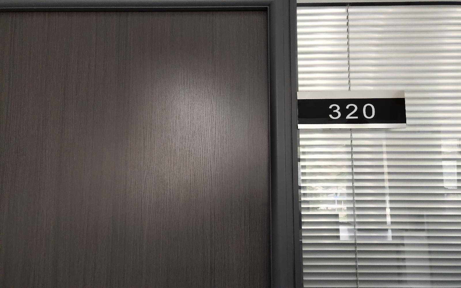 华荣大厦写字楼出租12平米精装办公室2000元/间.月