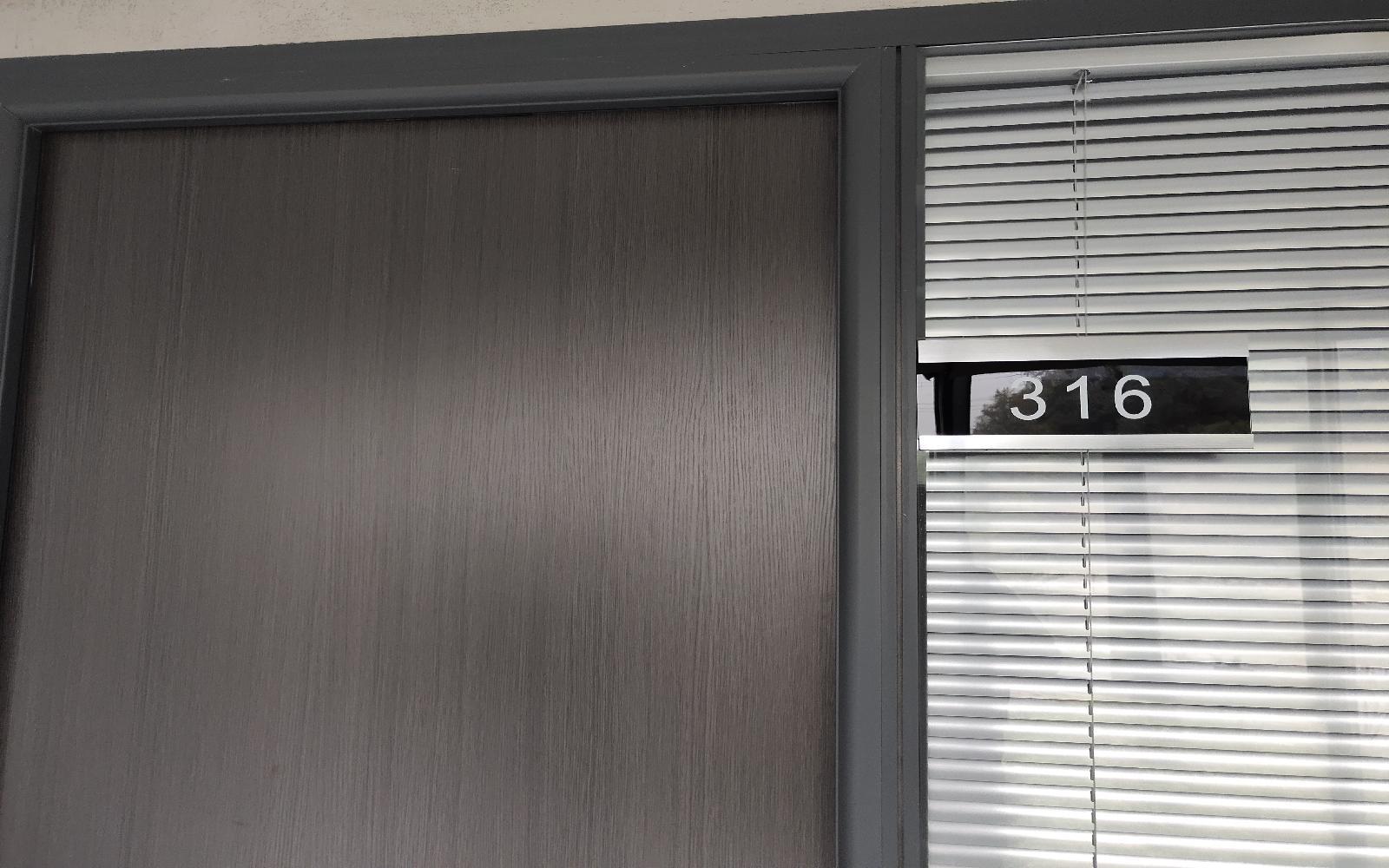 华荣大厦写字楼出租13平米精装办公室2000元/间.月