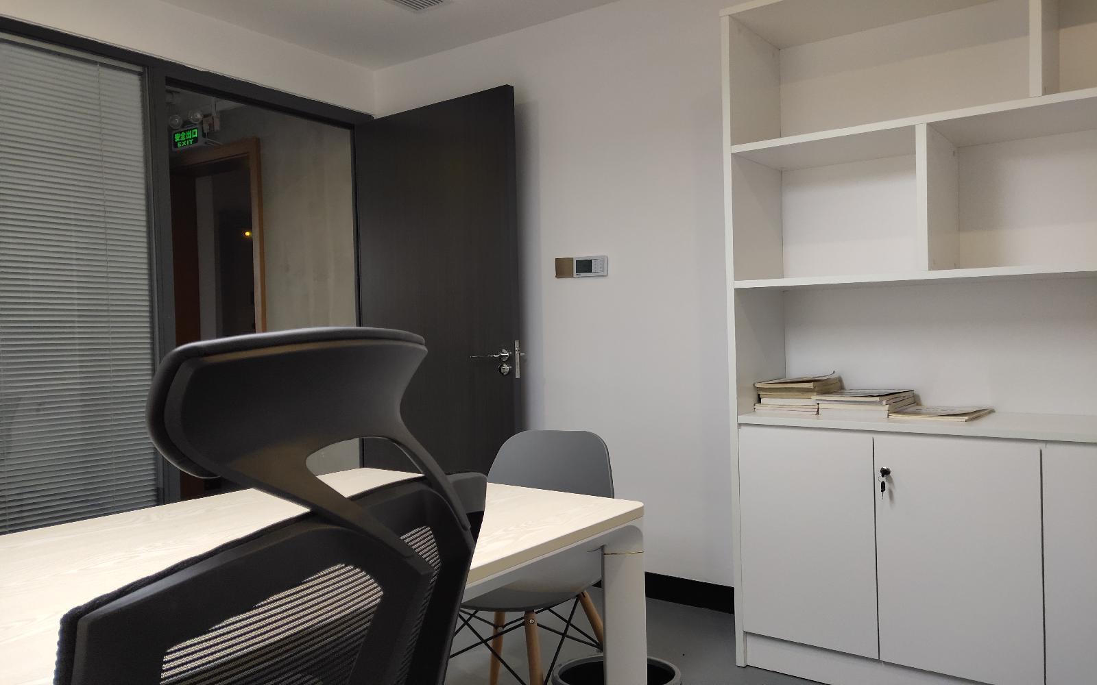 华荣大厦写字楼出租15平米精装办公室2000元/间.月