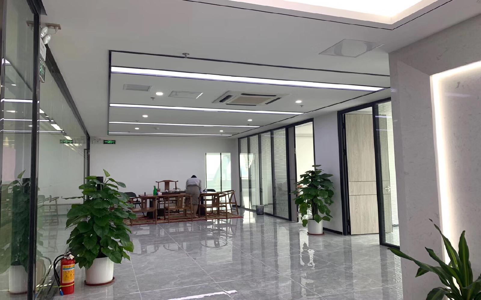 易思博软件大厦写字楼出租295平米豪装办公室118元/m².月