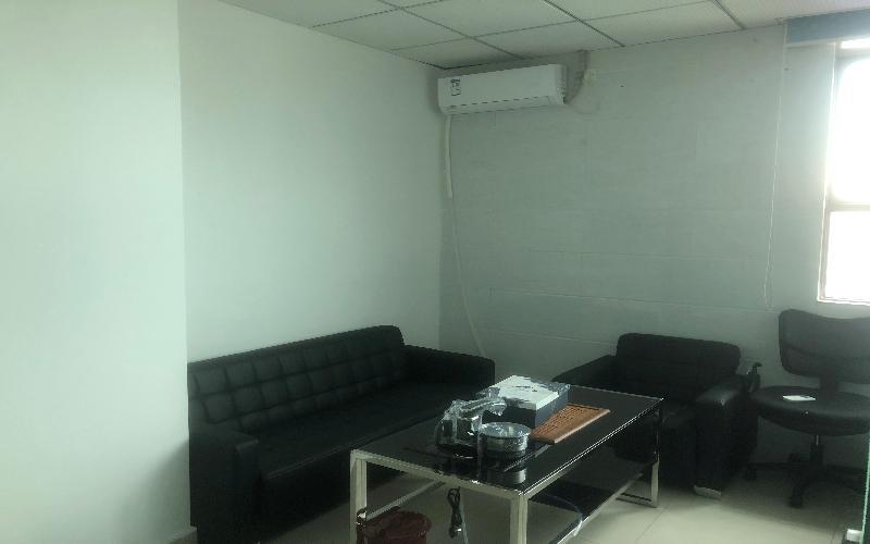 鸿华中心写字楼出租138平米豪装办公室65元/m².月