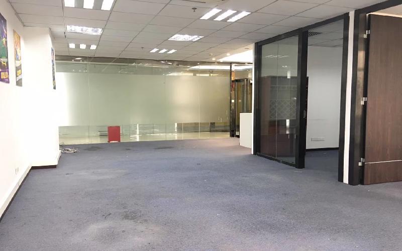 天信中心-枫叶城市酒店写字楼出租173平米精装办公室88元/m².月