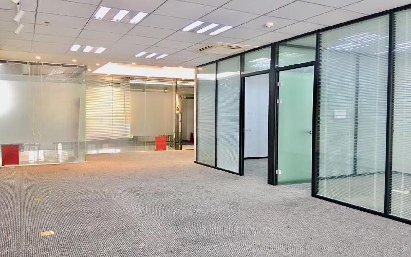 天信中心-枫叶城市酒店写字楼出租338平米精装办公室78元/m².月