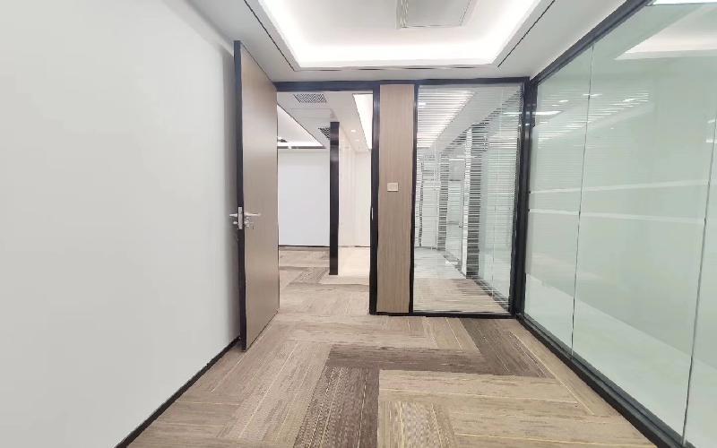 创富港-海外联谊大厦写字楼出租223平米豪装办公室118元/m².月