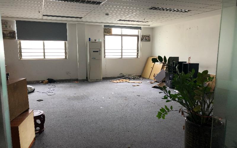 广发大厦写字楼出租118平米精装办公室58元/m².月