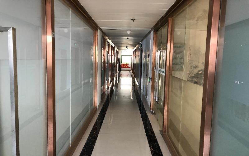 一格商务中心写字楼出租84平米精装办公室67元/m².月