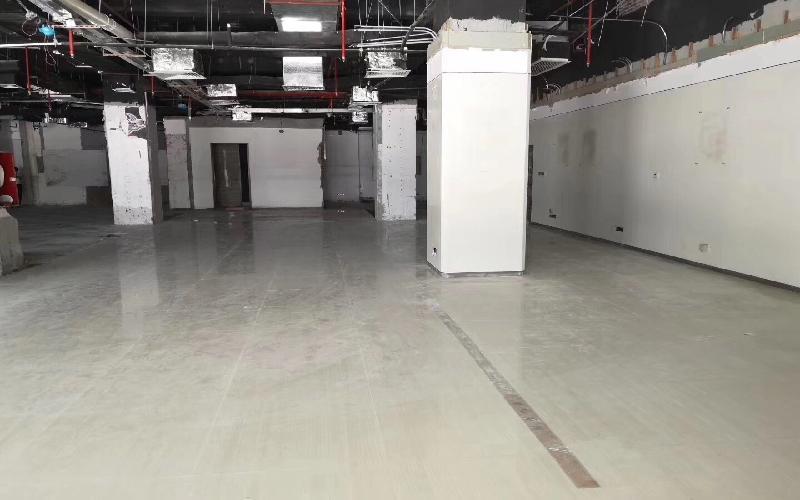 恒裕中心写字楼出租348平米简装办公室350元/m².月