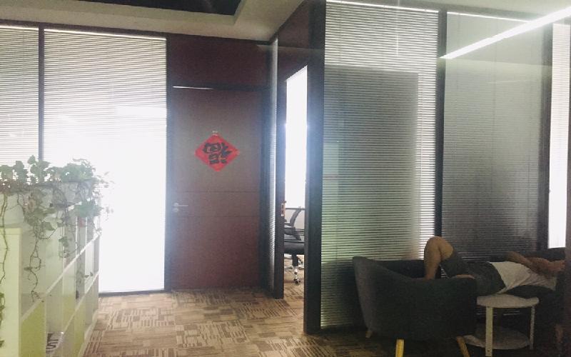 城市山海中心写字楼出租118平米精装办公室75元/m².月