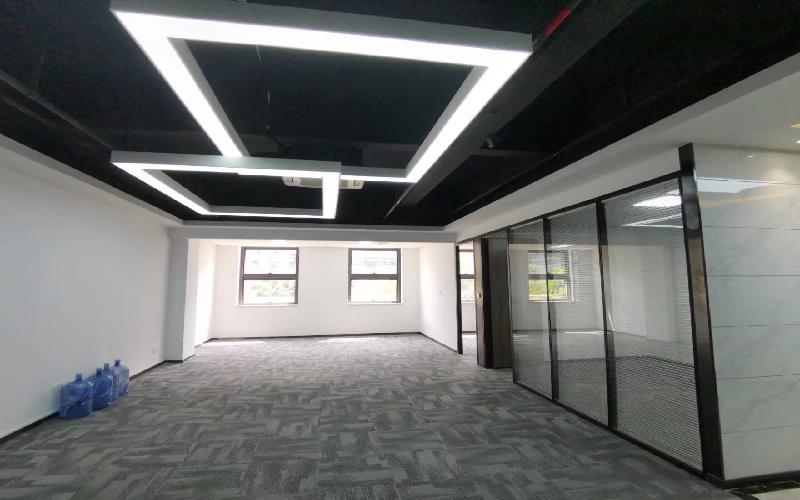 TCL科学园国际E城写字楼出租216平米精装办公室69元/m².月