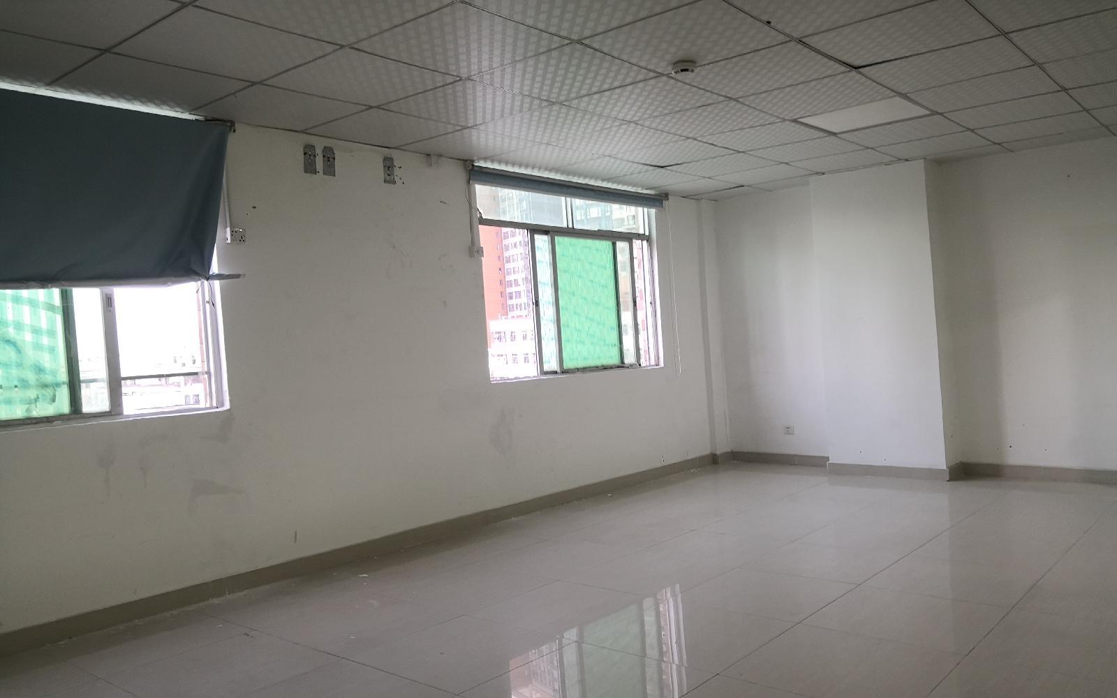 龙岗电商大厦写字楼出租60平米精装办公室2500元/间.月