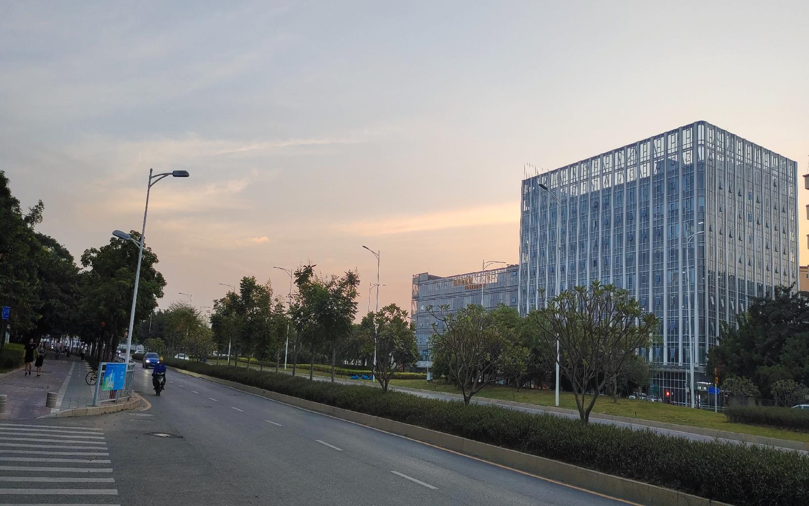 福海文创园写字楼出租193平米毛坯办公室90元/m².月