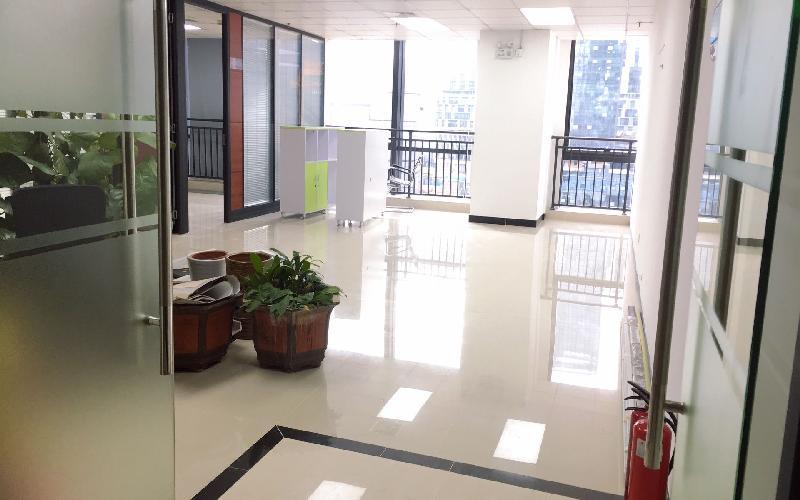 航盛科技大厦 写字楼出租245平米精装办公室75元/m².月