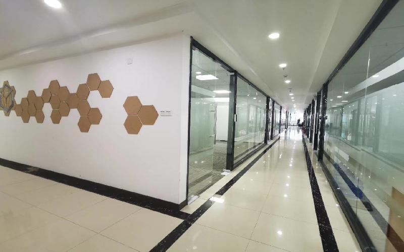 虚拟大学园写字楼出租138平米豪装办公室75元/m².月