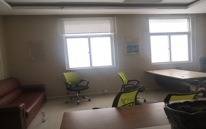 北航天汇孵化器-大运软件小镇写字楼出租60平米精装办公室5000元/间.月