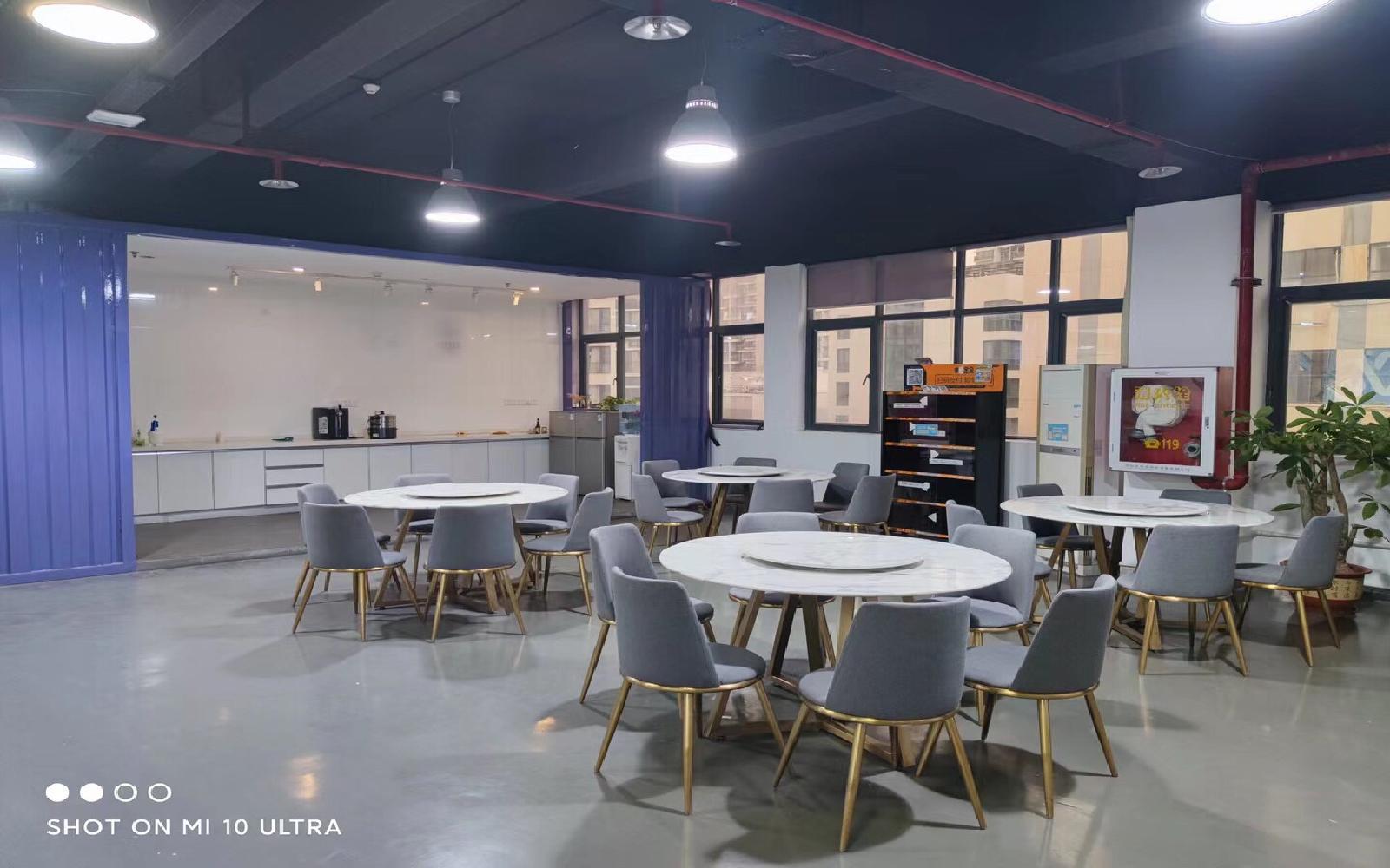 金汇球大厦写字楼出租313平米精装办公室40元/m².月
