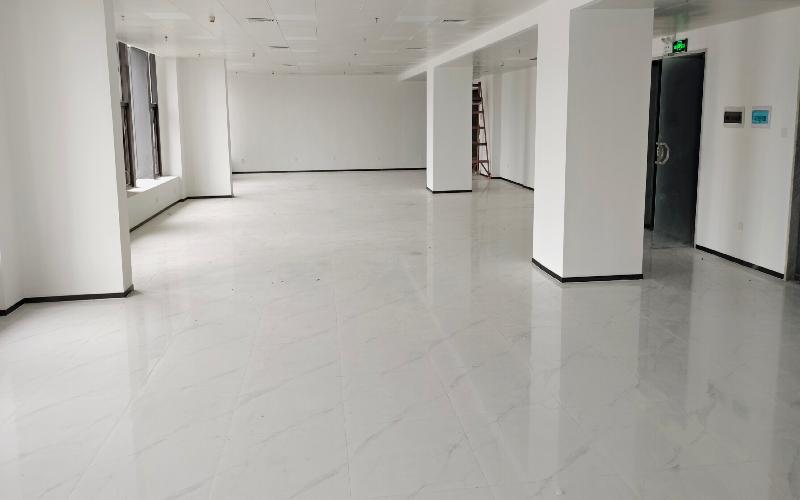 携富空间-濠盛商务中心写字楼出租338平米豪装办公室110元/m².月