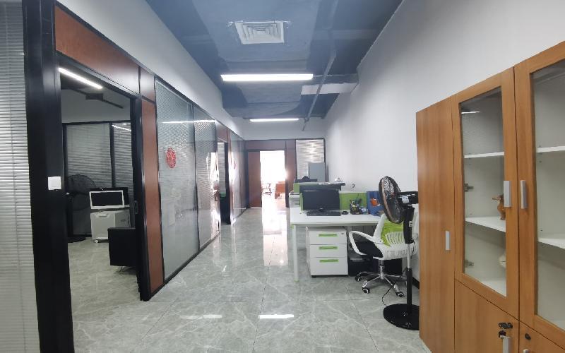 蛇口网谷-科技大厦写字楼出租300平米精装办公室85元/m².月