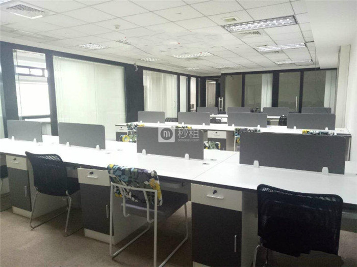 南城财富广场 359平方精装修 全新空调办公 仅租55元