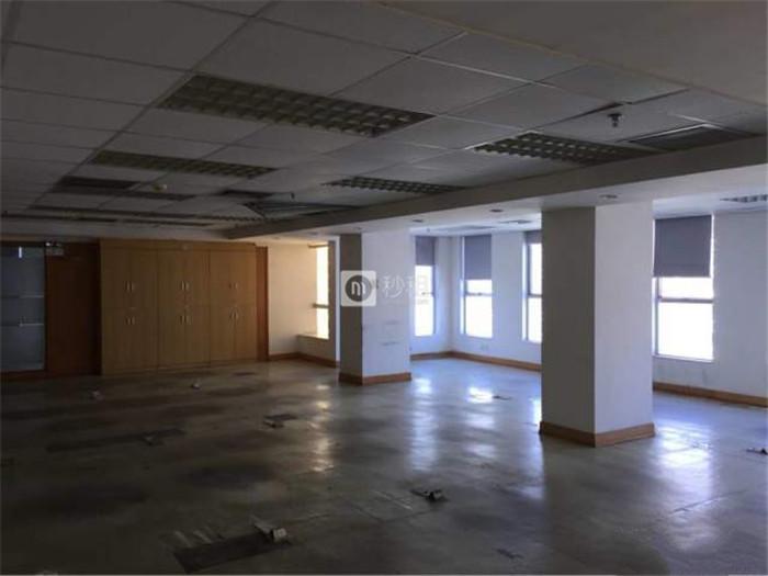 皇城广场 皇岗7号线附近中等装修331平60人办公