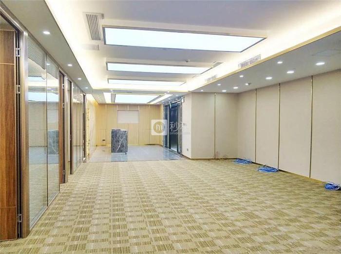 卓越时代广场 双地铁口 豪华装修500平100人间 仅租220