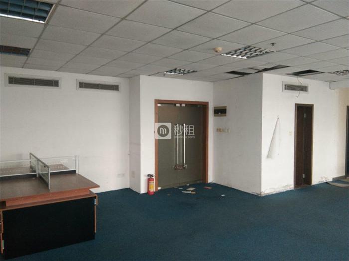 鸿禧中心 精装修200平30人办公室 3+1格局 仅租35元