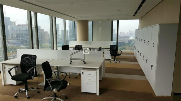 华联UDC时代大厦 720平精装修带家具 电梯口140人办公