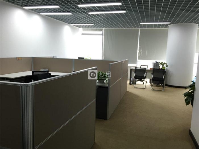 新地中心 766平高区整层面积精装修 电梯口120人办公