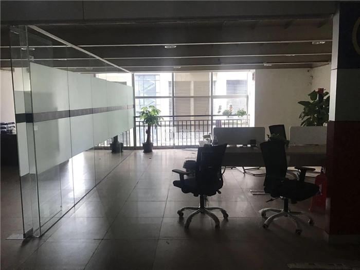 中盛商务大厦 南城鸿福路 317平复式精装修 50人间办公