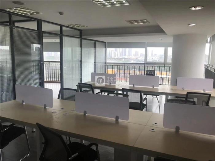 麒麟大厦 万达周边 144平全新装修带全套办公家具出租