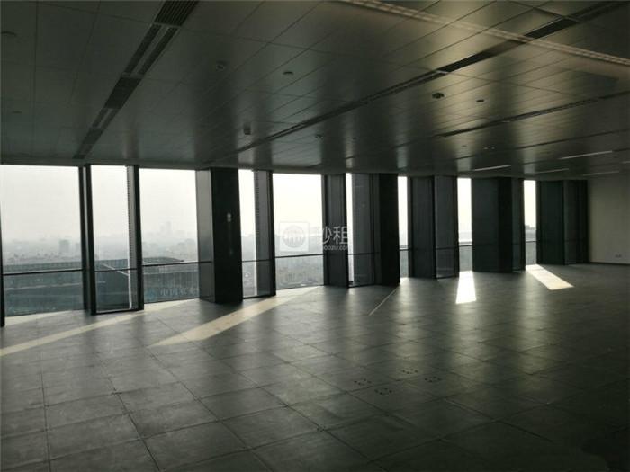 现代传媒广场  湖东精装1000平 电梯口150人办公室