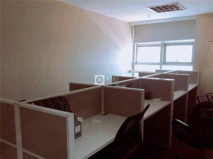 会展中心大厦 330平精装 6隔间带家具 50人办公室