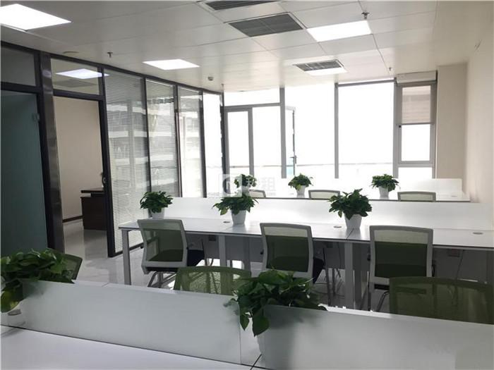 环球中心 地铁口物业 141平精装修 带家具拎包入驻