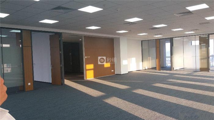 航空自贸广场 靠电梯口自贸区精装修208平 仅租52元