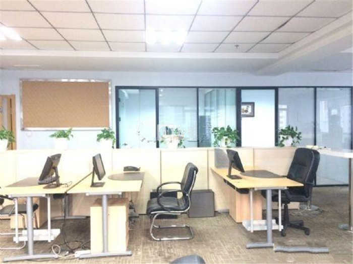 时代广场 人民路385平精装修带办公家具 拎包入驻