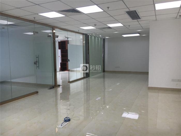 财润国际大厦 双地铁101平豪华装修 20人办公 带间隔