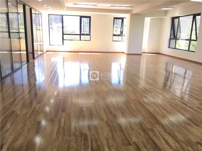 佳汇国际中心 550平米精装修 配家具带小阳台拎包住