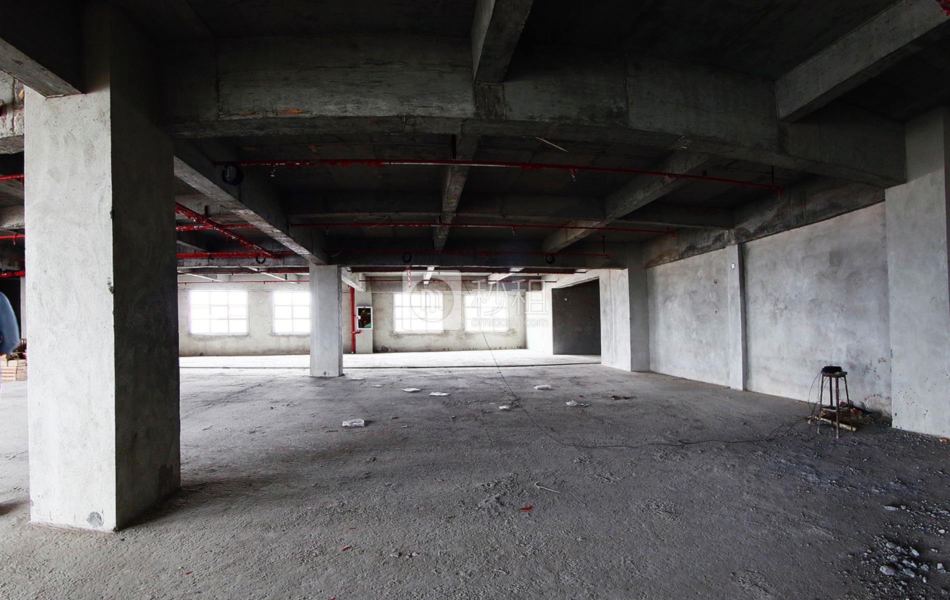 金威大厦(龙华)写字楼出租700平米毛坯办公室35元/m².月
