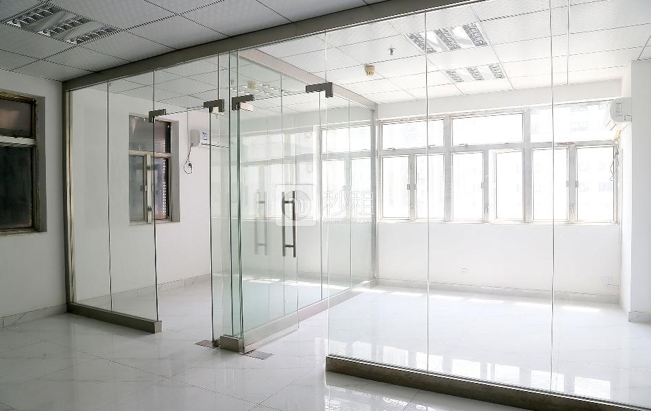 国际商业大厦写字楼出租70平米精装办公室120元/m².月