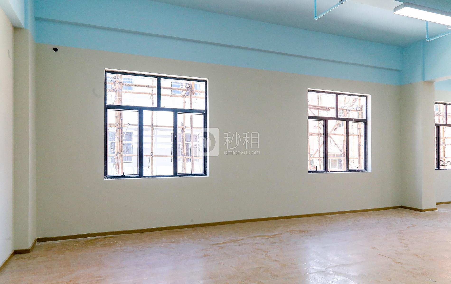 潮loft创意产业园写字楼出租213平米简装办公室35元/m².月