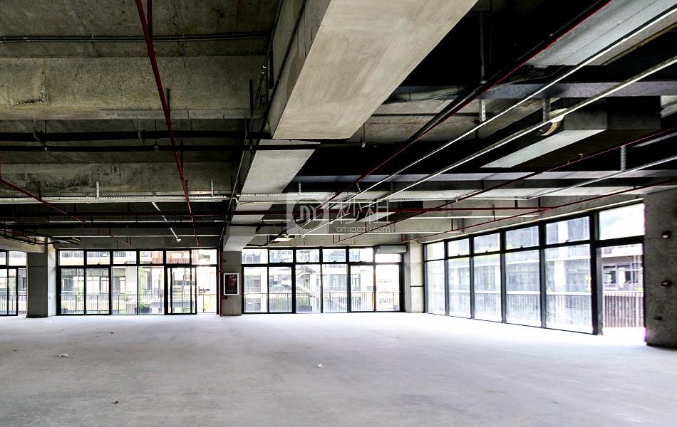 泰华梧桐岛写字楼出租940平米毛坯办公室95元/m².月