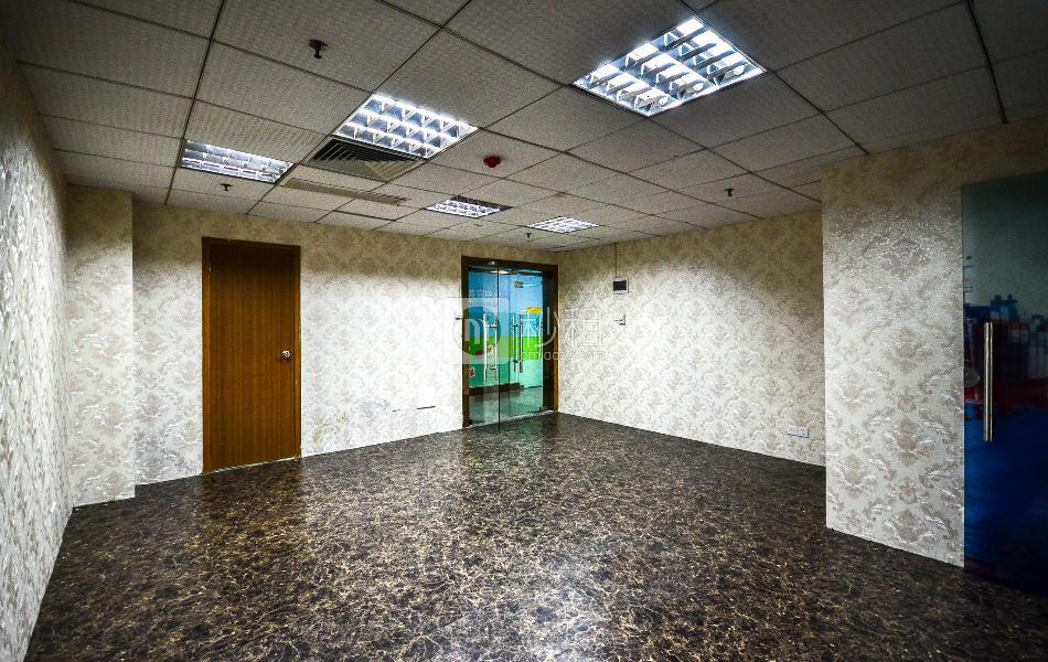 大新银行大楼写字楼出租73平米简装办公室85元/m².月