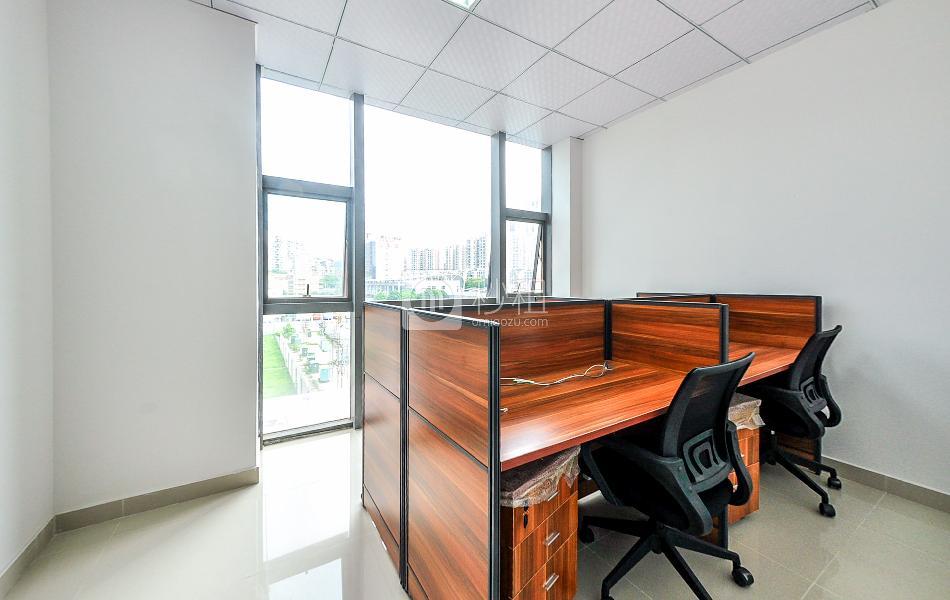 美兰国际商务中心-携创商务中心写字楼出租20平米精装办公室5196元/间.月