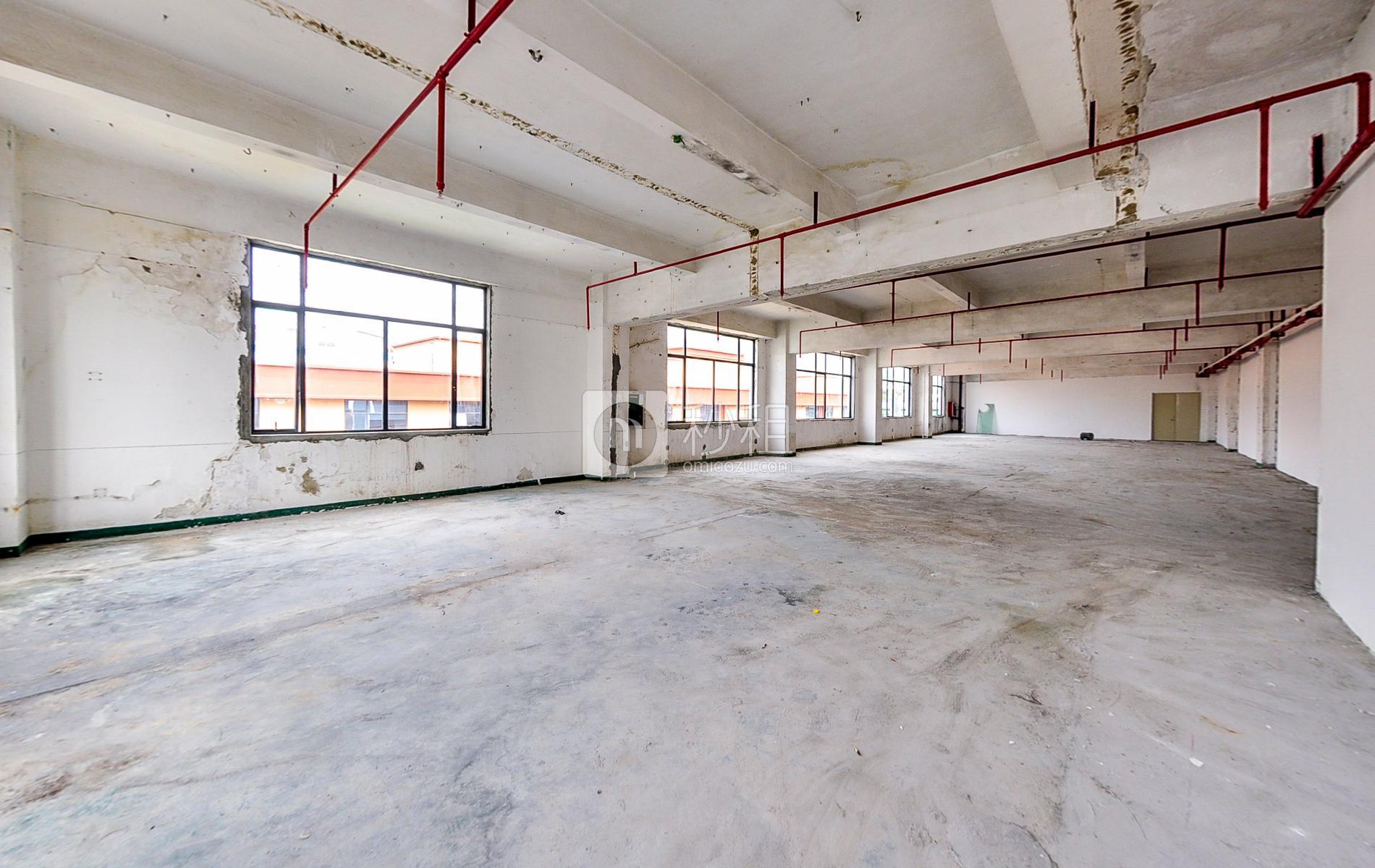 荣信兴创意园写字楼出租586平米毛坯办公室50元/m².月