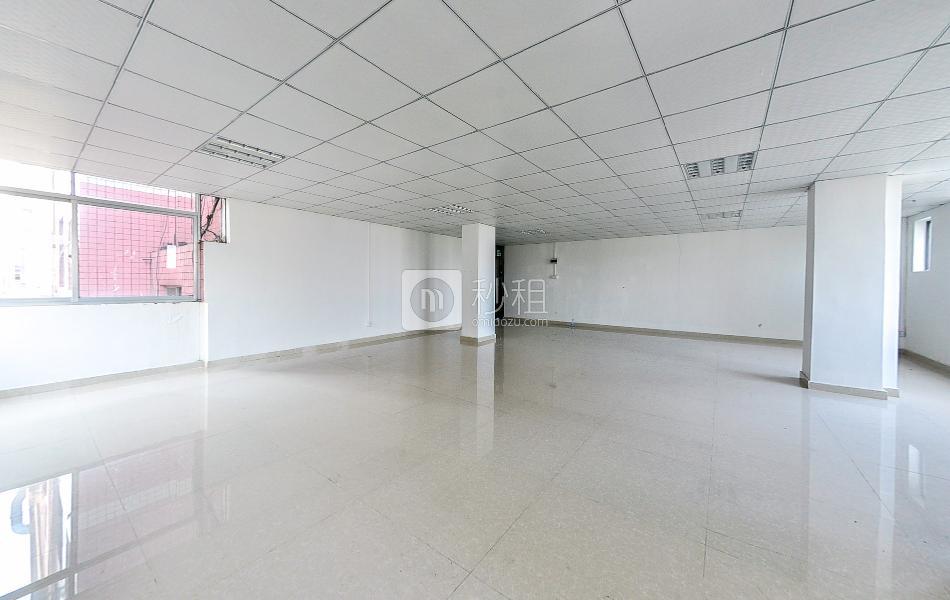 经宏鹏大厦写字楼出租82平米简装办公室3280元/月