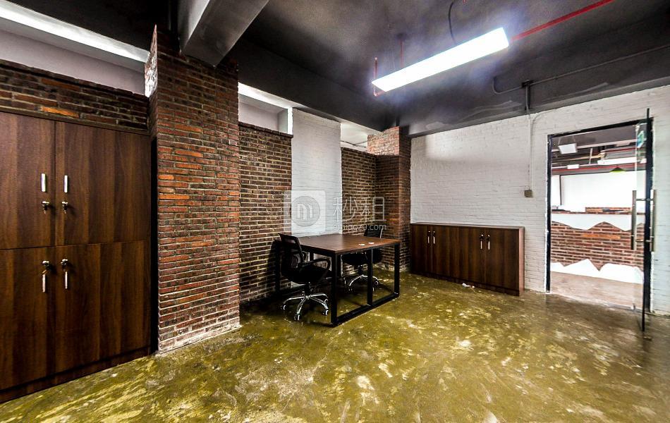 鹏城创客中心写字楼出租26平米精装办公室3000元/间.月