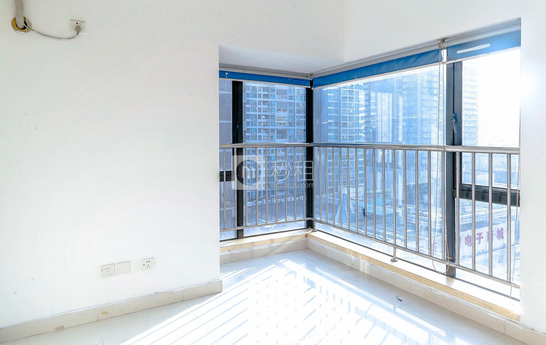 华强广场-纳什空间写字楼出租70平米精装办公室8500元/间.月