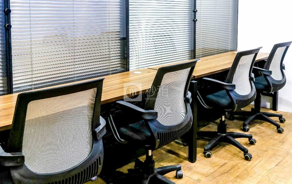 世杰商务中心-赛格科技园写字楼出租31平米精装办公室6280元/间.月
