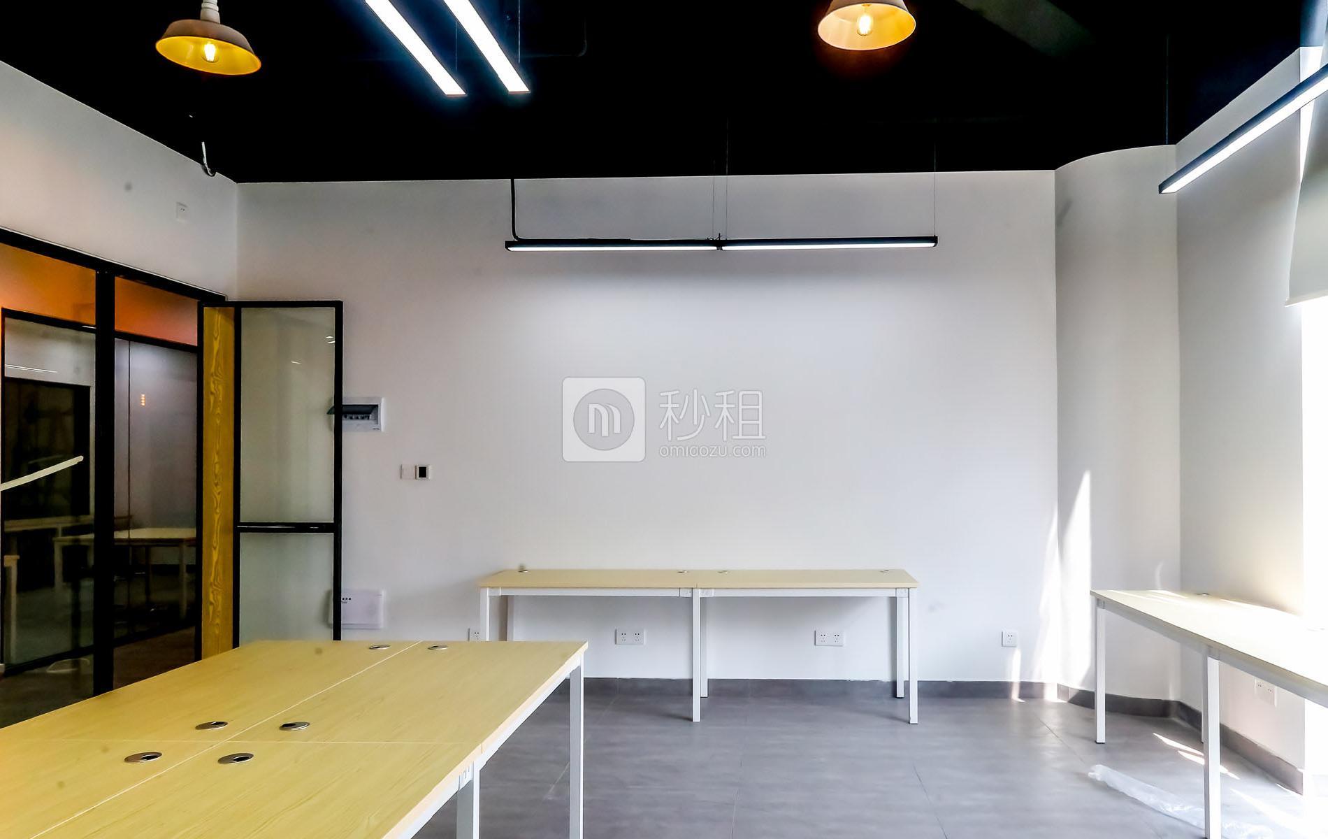 硅谷大院写字楼出租40平米精装办公室7000元/间.月